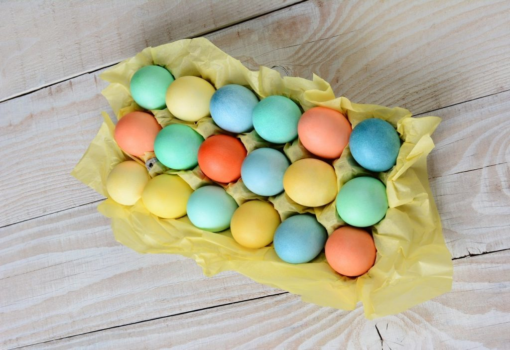Colourful Tablescapes: Dyed Eggs