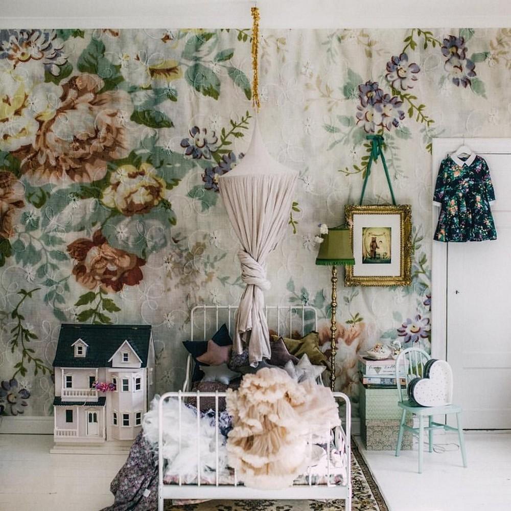 Vintage Floral Paper in Child's Room