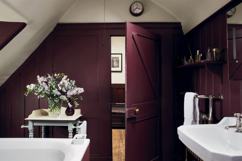 Aubergine Bathroom: Farrow + Ball's Brinjal