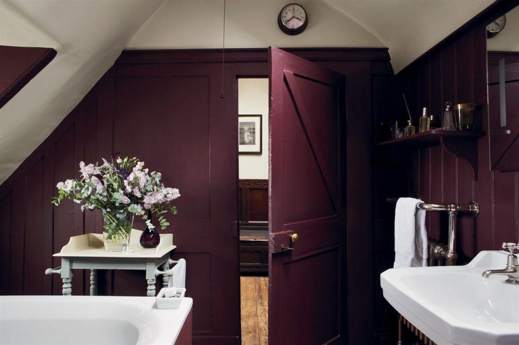 Aubergine Bathroom: Farrow + Ball's Brinjal