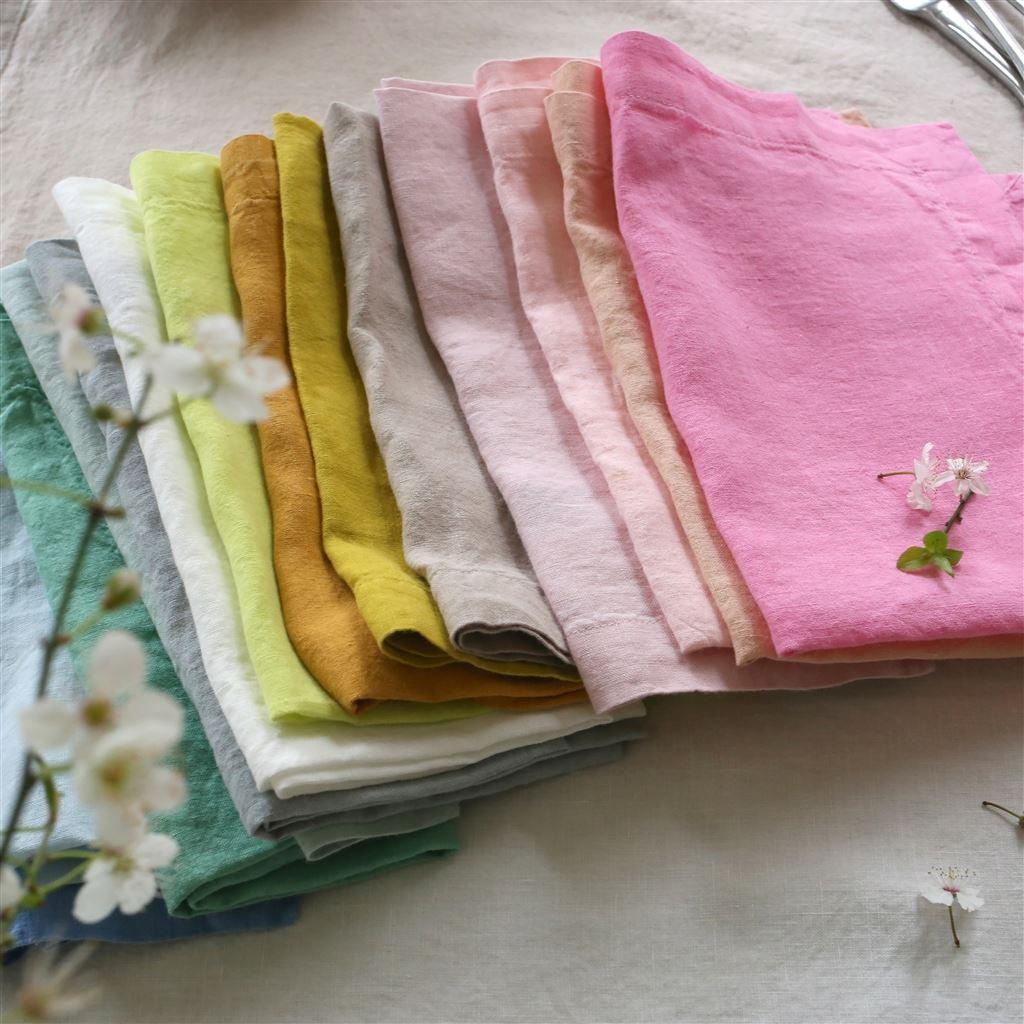 Colourful  tablescapes: Linen